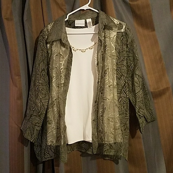 Alfred Dunner Tops - Alfred Dunner green and white 2 piece top